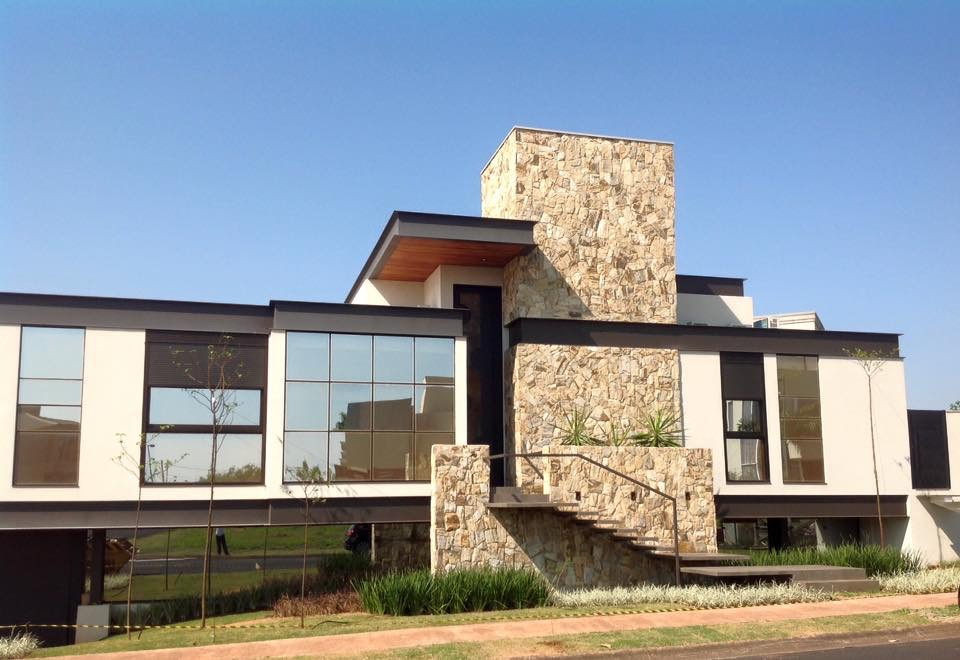 Arquitetura moderna casa arquitetura zanetti e madi for Frente casa moderna