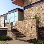 Detalhes da Fachada em Casa com Arquitetura Moderna
