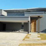 Fachada Frontal de Residência Contemporânea por Arquitetos